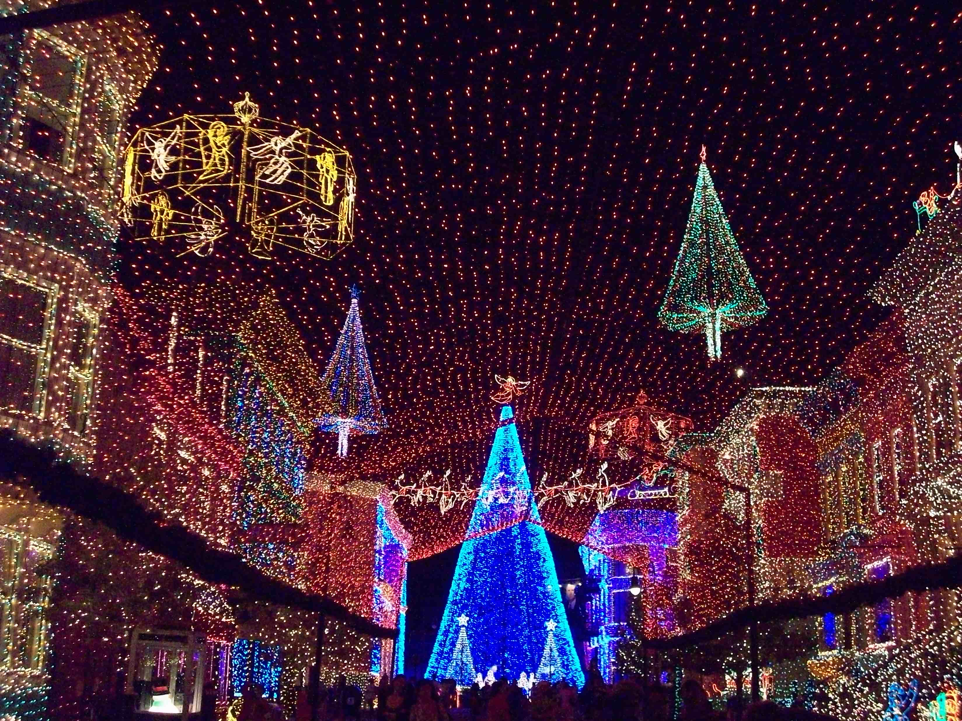 Wordless Wednesday: Osborne Family Lights are Quite the Spectacle ...