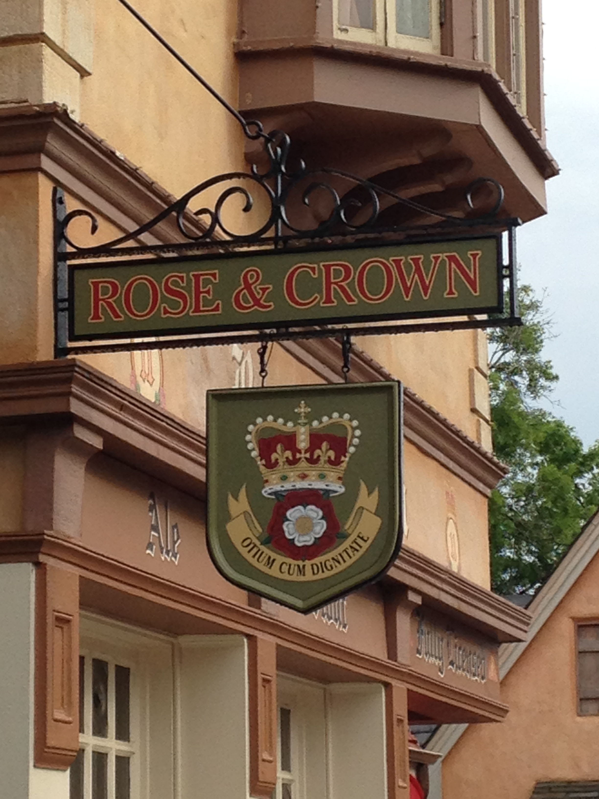 Dining at Disney World: Rose & Crown Pub & Dining Room