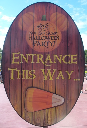 Disney Outside the Parks: Happy Halloween!