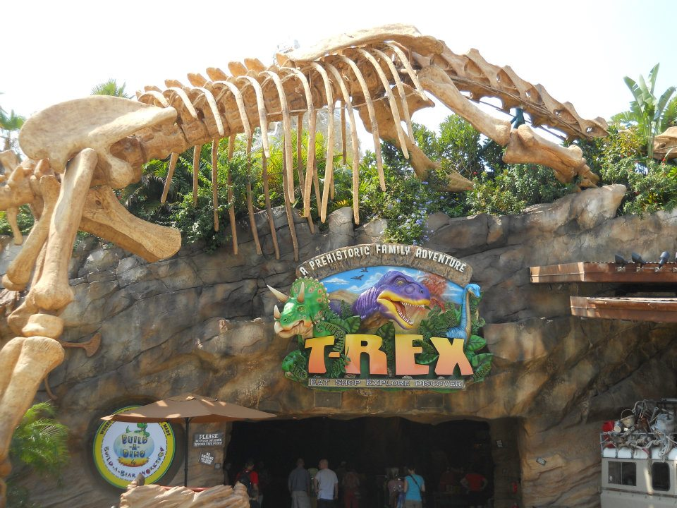 Disney world deliciousness t rex prehistoric dining at it for Disney dining reservations t rex