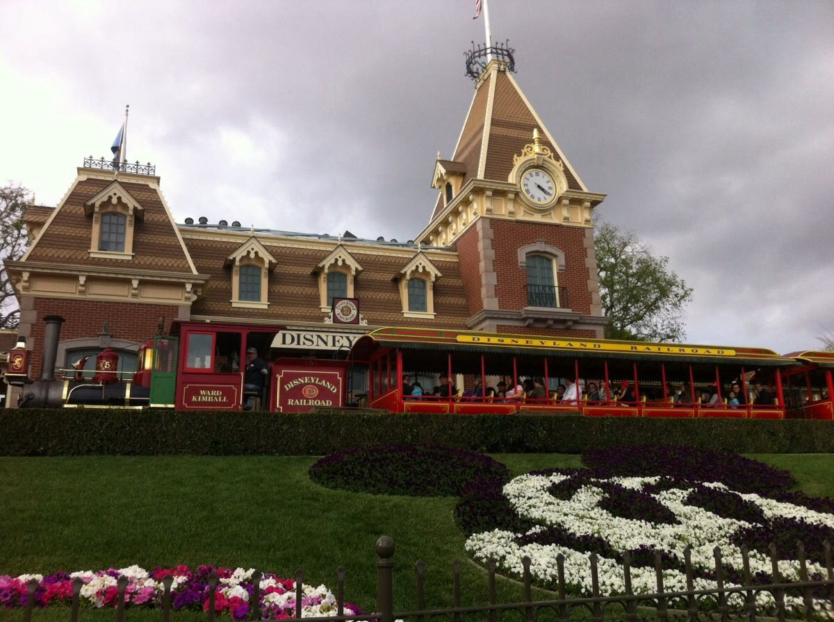 Planning Your Day at Disneyland Park